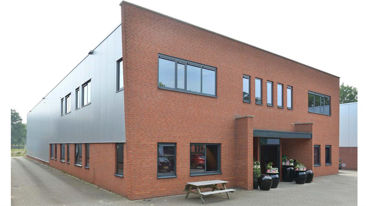 Lednovate koopt bedrijfsruimte in Ootmarsum - PropertyNL